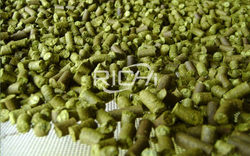Fattening sheep feed pellet formula and sheep fattening method