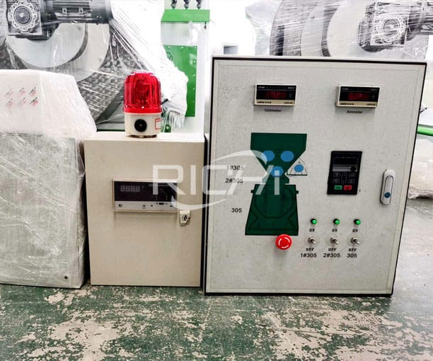 Pelletizing electric control cabinet